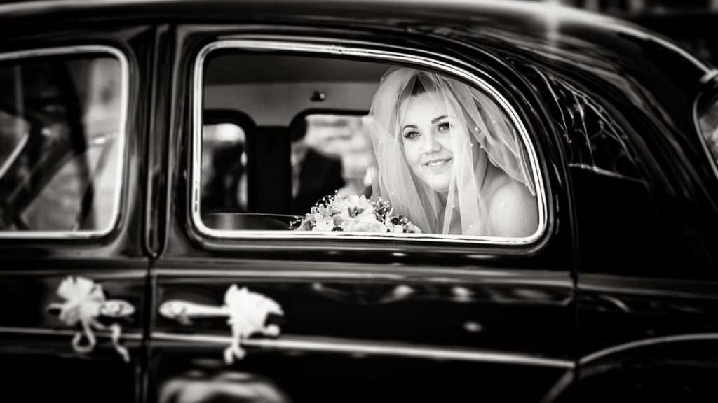 bride arrives in rover 100 wedding car