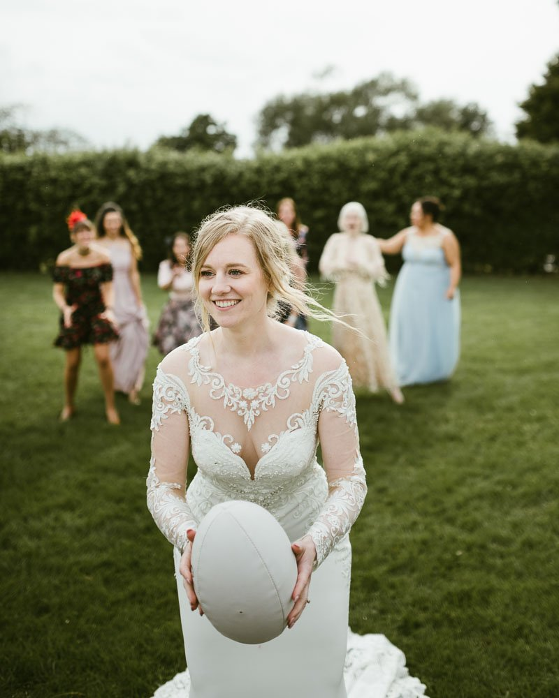 bride throws ruby ball
